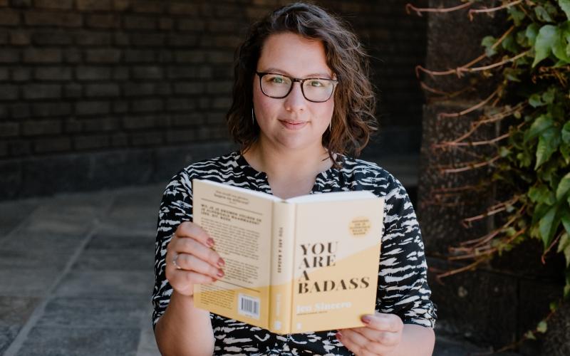 Lisa Pieplenbosch - coacht hoogsensitieve (hsp) introverte vrouwen - boek You Are A Badass